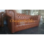 Klassisk Chesterfield 3 sits soffa (C12) whisky i färg helt i äkta skinn