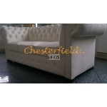 Klassisk Chesterfield 3 sits soffa (K2) vanilj i färg helt i äkta skinn