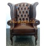 Queen Chesterfield öronlappsfåtölj brun (A5 mitten) i färg helt i äkta skinn