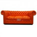 Klassisk Chesterfield 3 sits soffa (K6) apelsin i färg helt i äkta skinn
