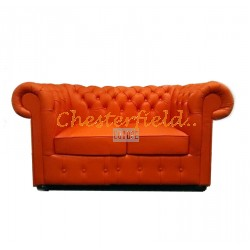Klassisk Chesterfield 2 sits soffa (K6) apelsin i färg helt i äkta skinn